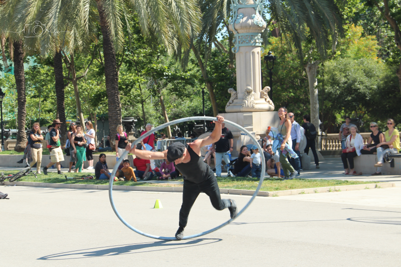 Best of Barcelona, street performers in the park